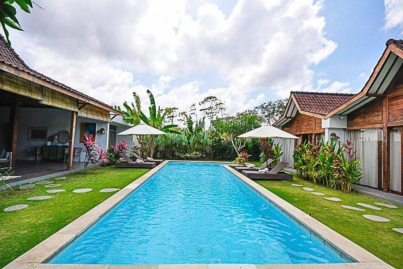 Villa Mitsouko 800m Batubelig beach 5mn Seminyak, vakantiewoning in Kerobokan Kelod