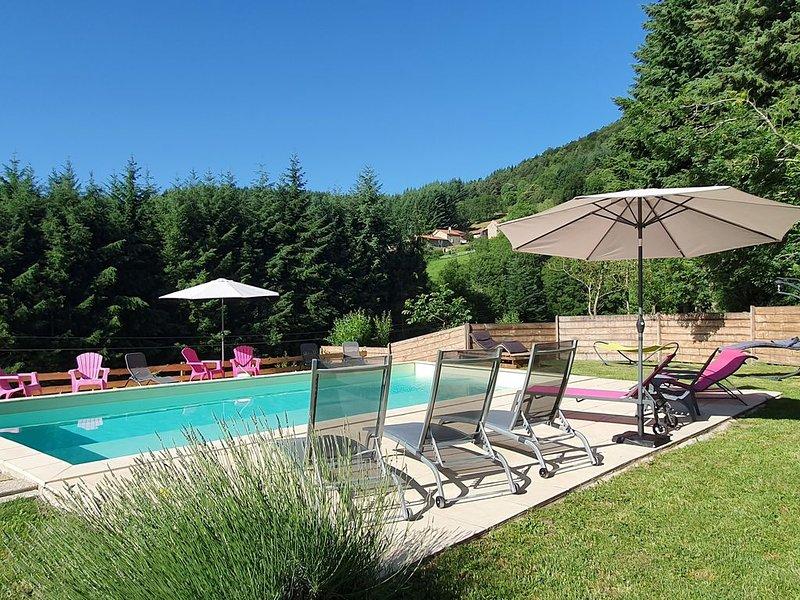 Location  tout confort 12/14 personnes à la campagne avec accès piscine chauffée, holiday rental in Annonay