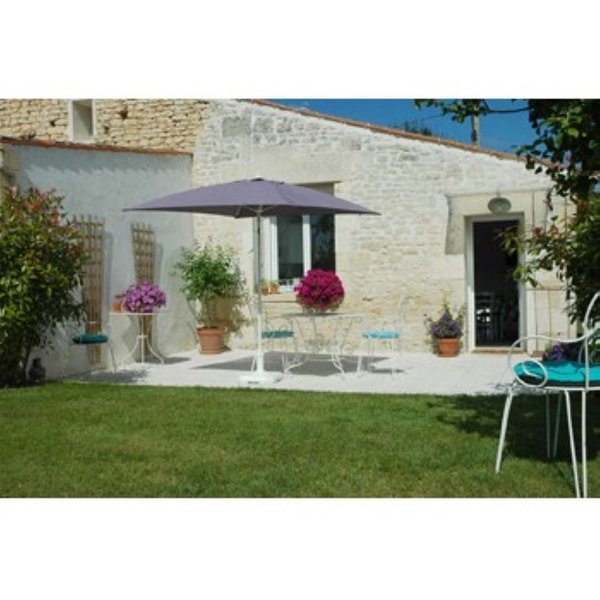 Maison de campagne ,  terrasse calme et nature, piscine chauffée, holiday rental in Archingeay