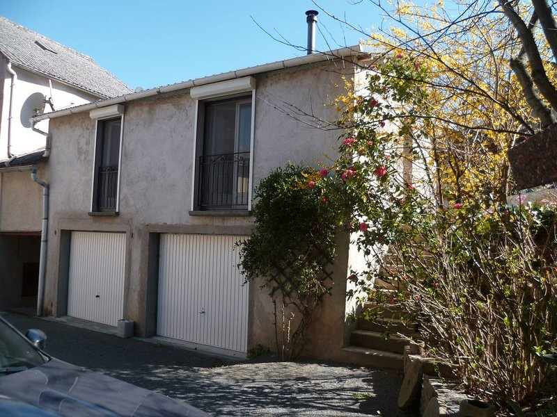 GITE POUR 4 PERSONNES, vacation rental in Curvalle
