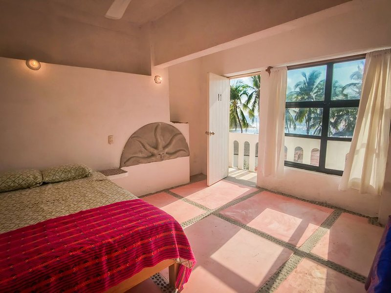 La Coral Beach House, holiday rental in Puerto Escondido
