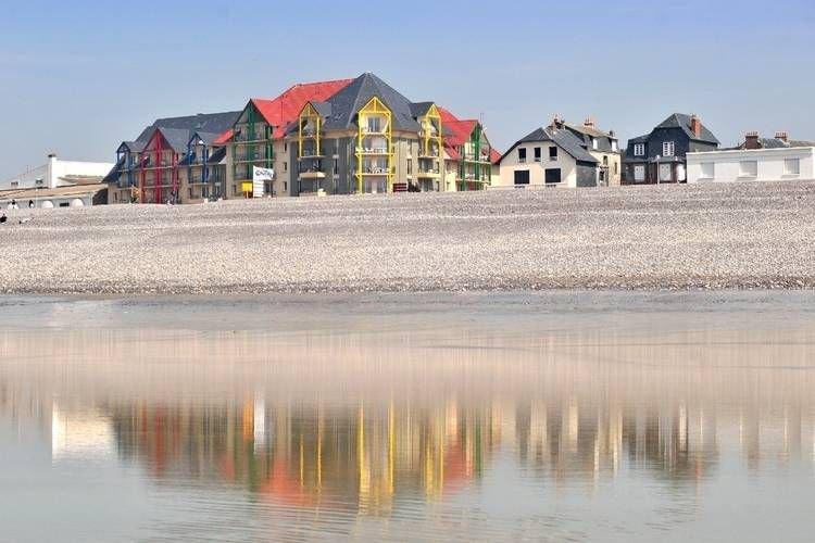 Comfortably furnished apartment with a sea view, aluguéis de temporada em Cayeux-sur-Mer