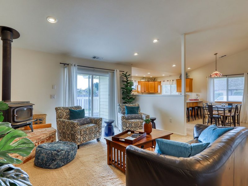 Downtown home with private deck - close to shopping and restaurants!, alquiler de vacaciones en Arcata