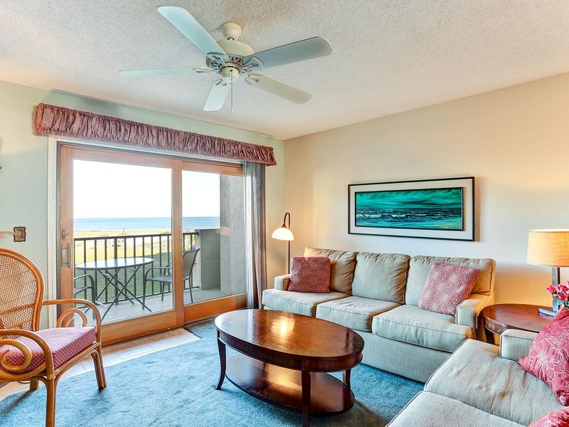 Inviting And Beautiful Oceanfront Town-home W/ Delightful Views!! Multi-level, holiday rental in Amelia Island
