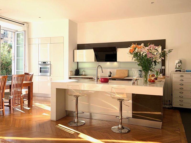 3 chambres, 3 sdb, vue jardin, calme, clim, carre d'Or, location de vacances à Alpes Maritimes