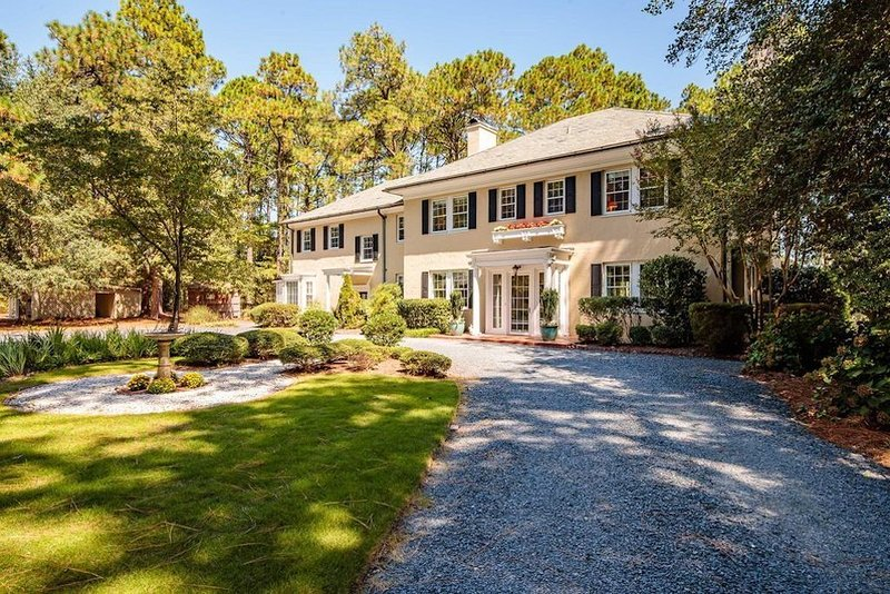 Golf Front luxury overlooking the Donald Ross designed Mid Pines Golf Club, casa vacanza a Southern Pines