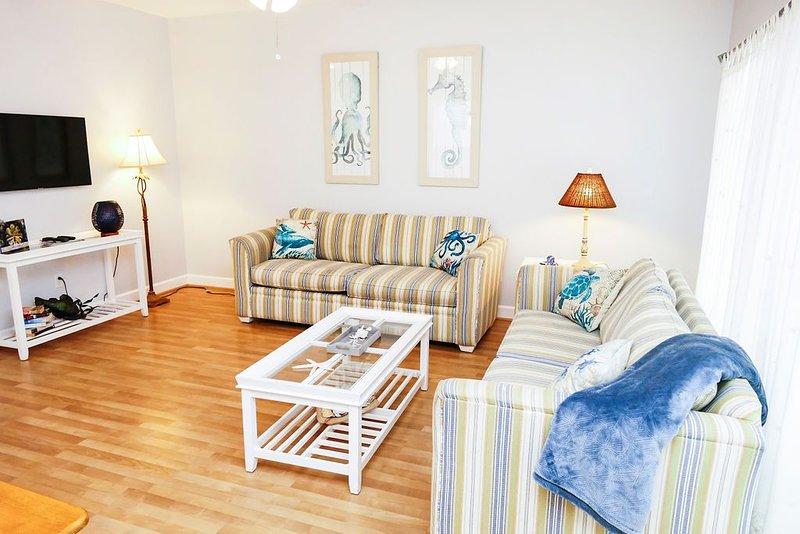 Newly listed 2 bed/2bath condo 200 steps from beach!, location de vacances à Wilmington Island