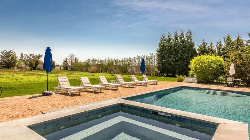 Water Mill Retreat on a Nature Preserve, Private Saltwater Pool & Hot Tub,..., vacation rental in Water Mill