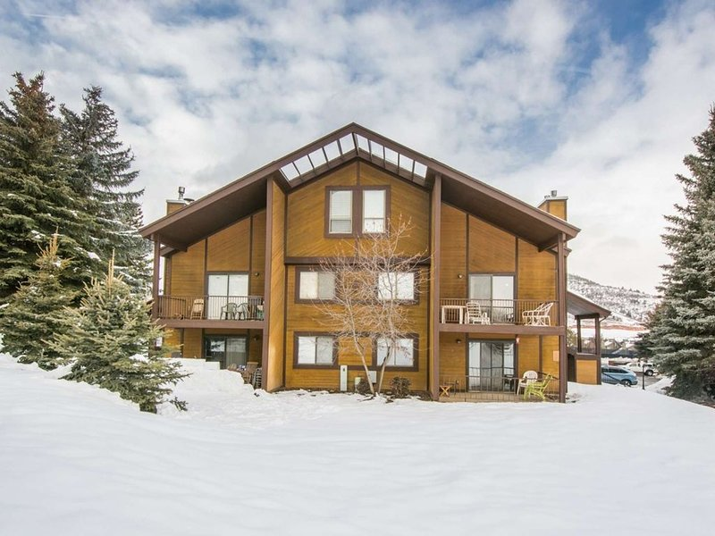 Great Value & Location! Perfectly Remodeled 2BR/2BA + Loft Red Pine Condo at Ca, vacation rental in Park City