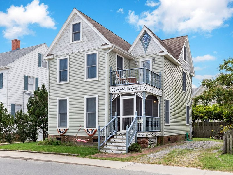 Victorian Cottage is a sensational 3 Bedroom Vacation Home on Chincoteague Island.