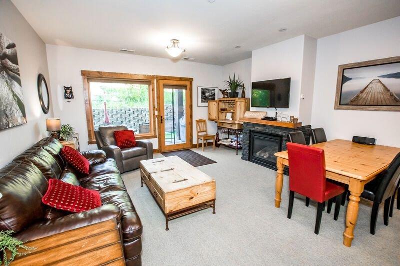 New listing!! Incredible Whitefish Mountain Ski and summer baselodge!!!, holiday rental in Polebridge