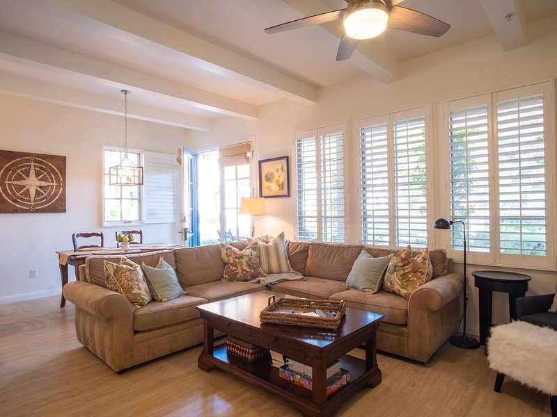 Romantic 1 Bed/1 Bath, w/Fireplace, Kit, Living/Dinning Room, Private Patio, holiday rental in La Quinta