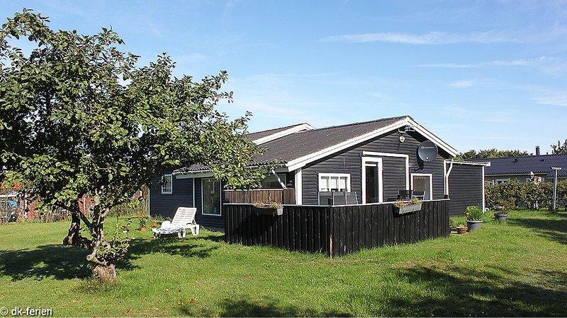 Ursprüngliches Ferienhaus mit Bad, bequemer Einrichtung, WLAN und Waschmaschine, aluguéis de temporada em Skjern
