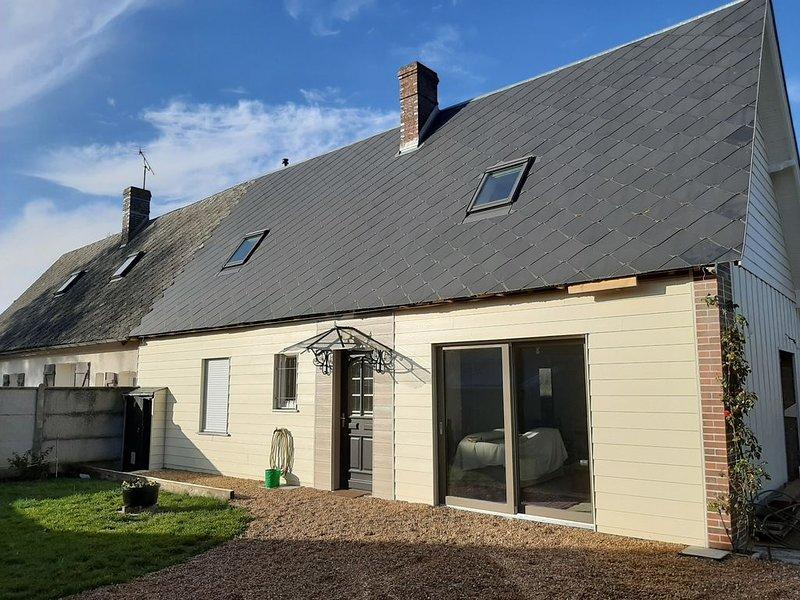 Maison de campagne rénovée pour familles et groupes 10 pers à 15min de Chartres, holiday rental in Bonneval