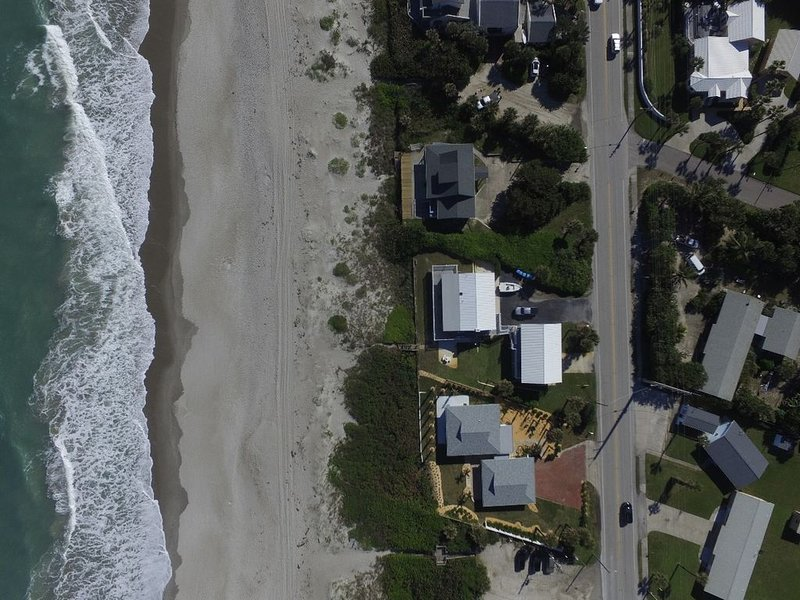 Melbourne Beach Direct Oceanfront Best Location on the Space Coast, casa vacanza a Melbourne Beach