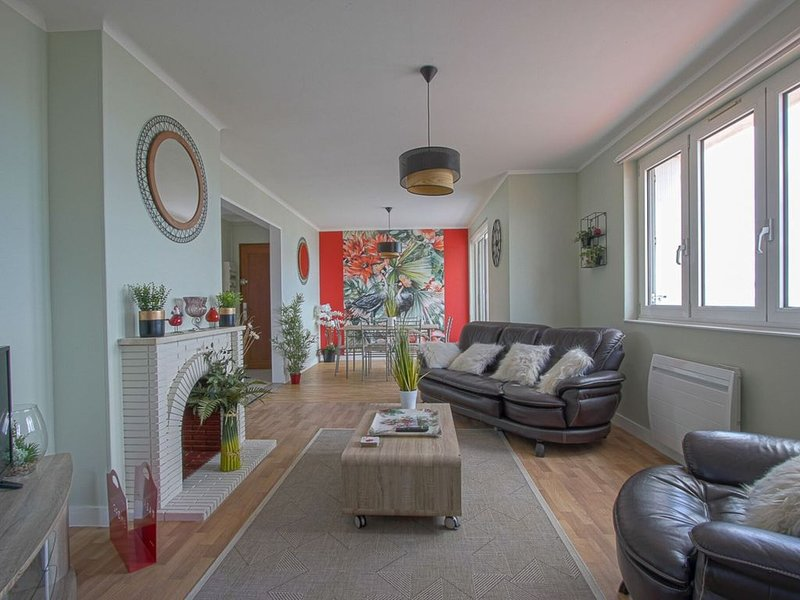 Cosy Apartment in Arromanches-les-Bains nearby the Sea with view on the harbour, holiday rental in Tracy-sur-Mer