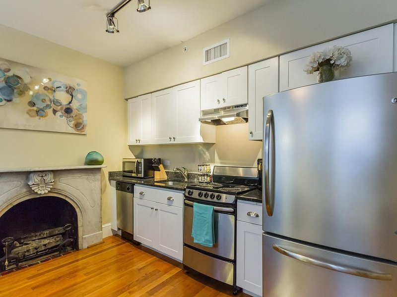 RITTENHOUSE SQUARE, HISTORIC APT IN CENTER CITY, holiday rental in Philadelphia
