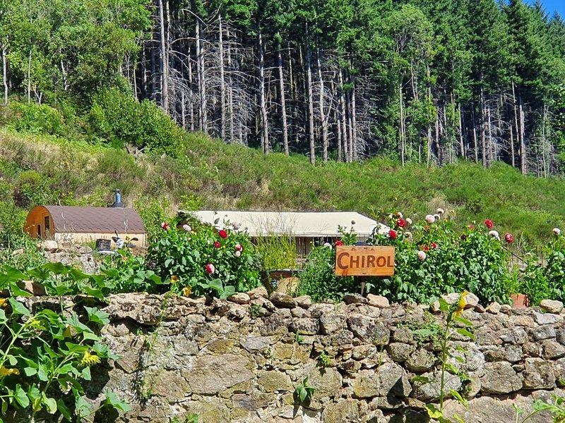 Tente Safari tout confort avec jacuzzi et piscine, holiday rental in Annonay