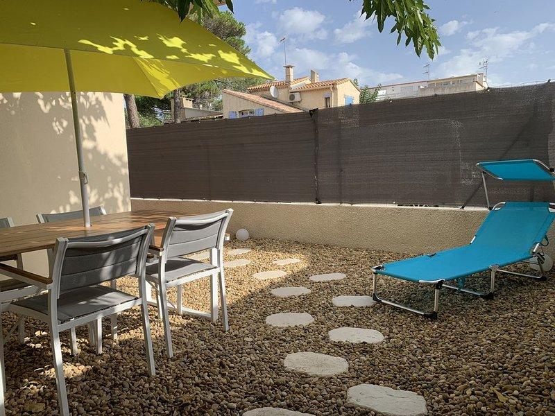 En RDC avec terrasse, et petite cour, refait à neuf., location de vacances à Marseillan