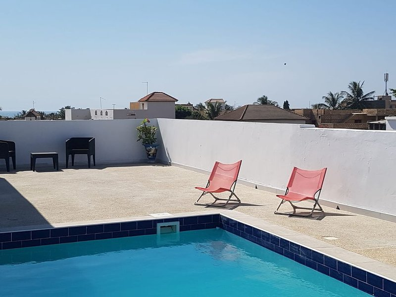 ACE LOCATION ★ SUNNY & MODERN + ROOFTOP POOL, holiday rental in Ouoran