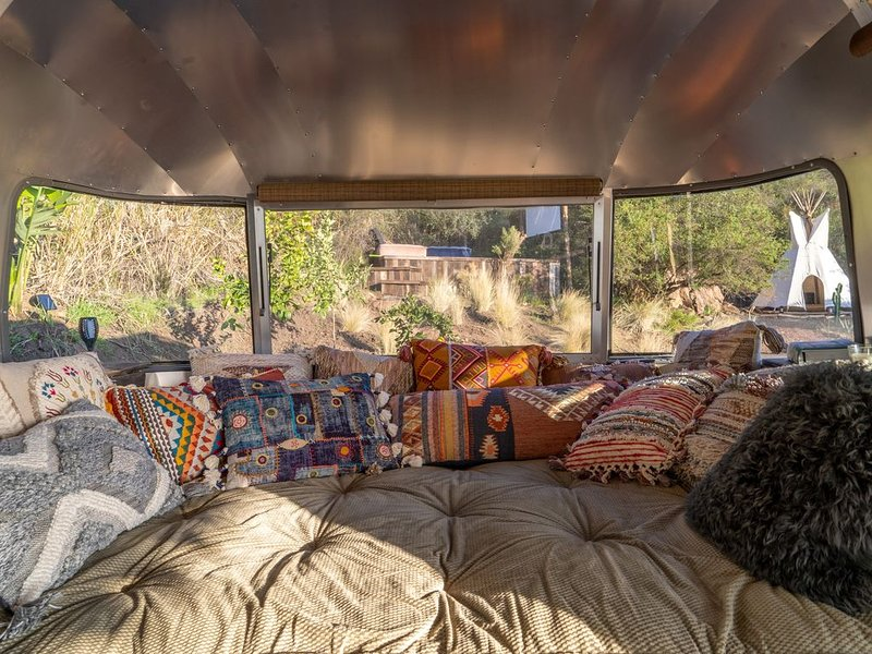 A MAGICAL ECO RETREAT ABOVE THE CLOUDS  *MalibuAirdream, vacation rental in Calabasas