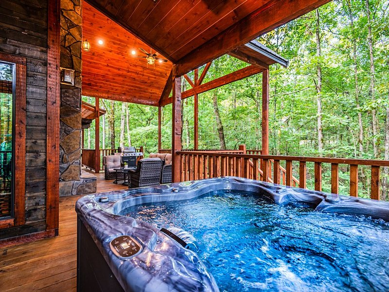 """Everyday feels like your favorite Sunday at """"Agape Creek."""", vacation rental in Hochatown"""