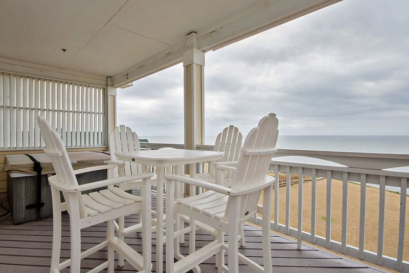 Soundfront penthouse private hot tub, pool endless sunset views! RSR3A Southern, holiday rental in Rodanthe