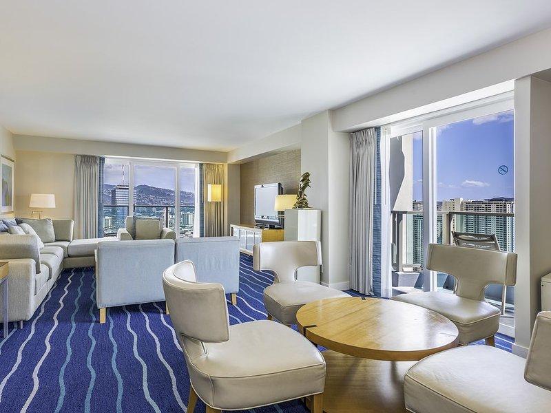 34th Floor Ala Moana Large Regal Suite - 2Br/3Ba, Book Now at Special Rate!, alquiler de vacaciones en Aiea