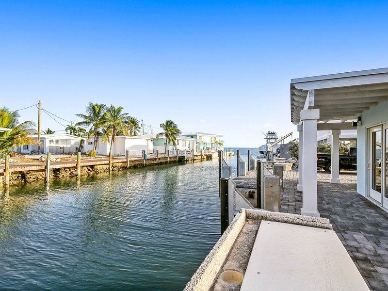 New listing! Newly remodeled for HGTV canal front home w/ private swimming pool!, holiday rental in Grassy Key