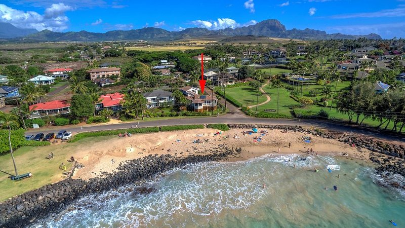 Hale Halia - Steps away from world famous Poipu Beach with private Pool & AC!, Ferienwohnung in Koloa
