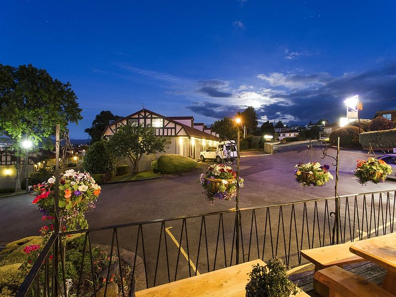The Villagio-Queen and Twin rooms+ free wifi, holiday rental in Hagley