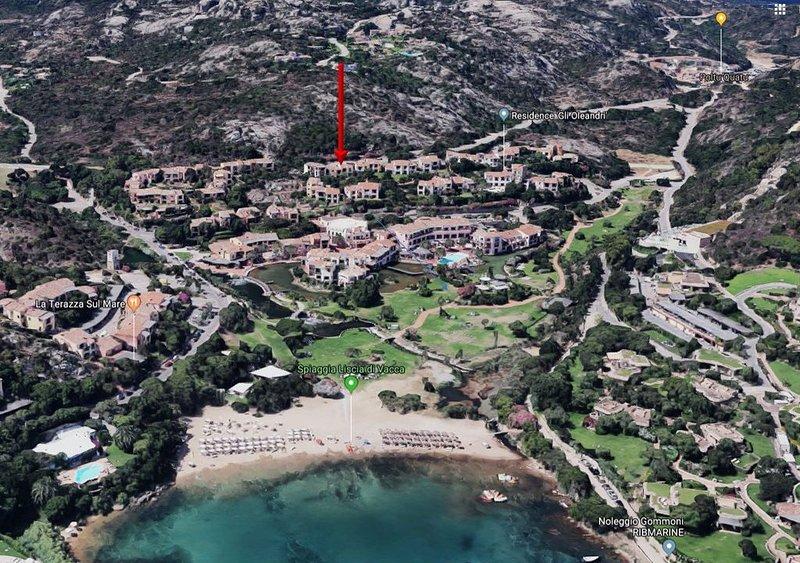 Incantevole appartamento con vista mare e accesso diretto alla spiaggia, alquiler vacacional en Arzachena