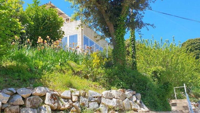 Rez de Villa au centre de Sartene avec terrasse et jardin, location de vacances à Sartène