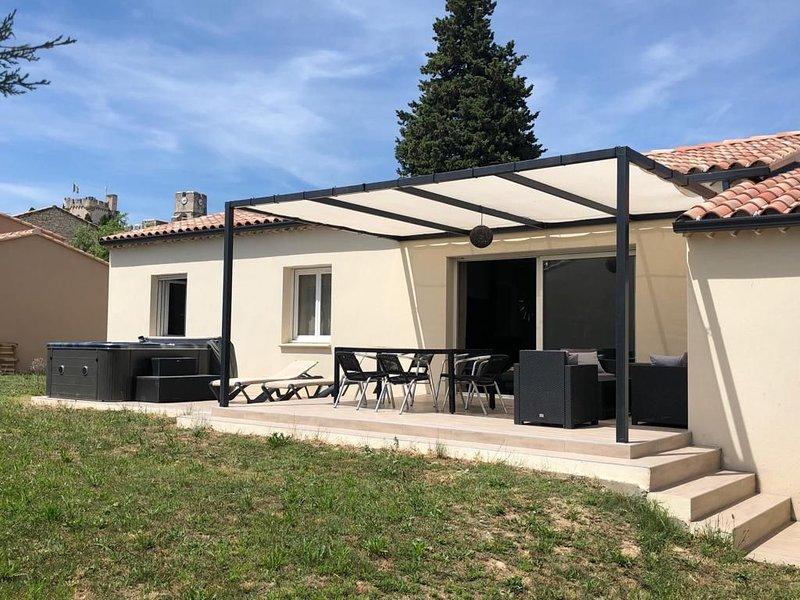 Villa neuve, jardin terrasse et jacuzzi 6 personnes, holiday rental in Saint-Laurent-des-Arbre