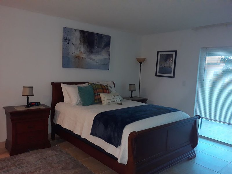 Classy Comfortable Condo - Close to everything, holiday rental in Green Meadow