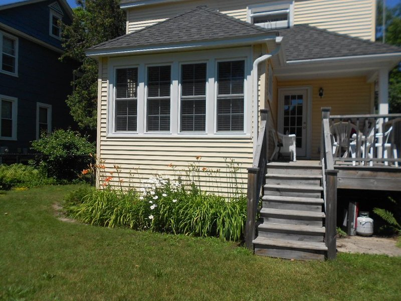 Bright Remodeled  3br in town, walk to beach and bay!, alquiler vacacional en Frankfort