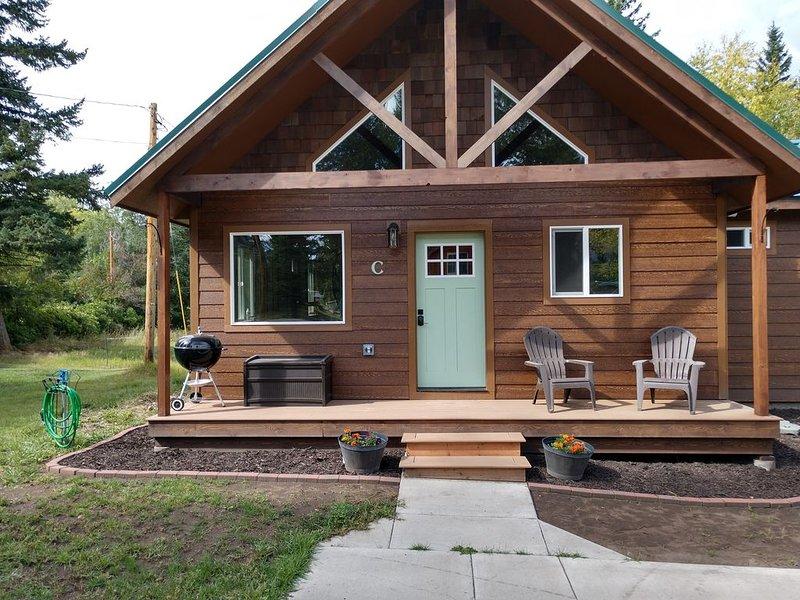 Beautiful, new cabin close to Glacier Park, Flathead Lake & Whitefish Mountain., alquiler de vacaciones en Columbia Falls