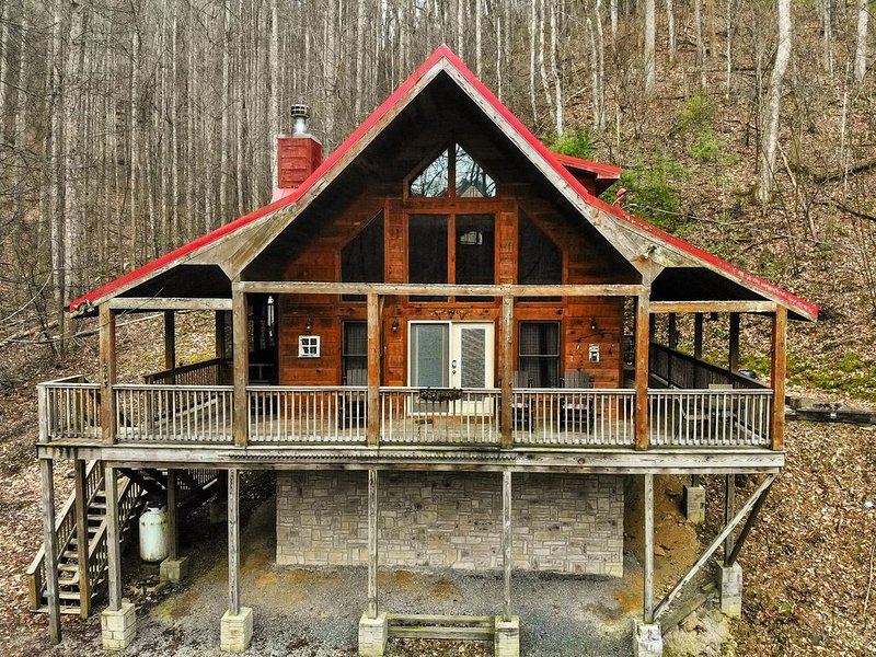 Total SECLUSION,Fising Pond,FREE Area Attraction Tickets, vacation rental in Townsend