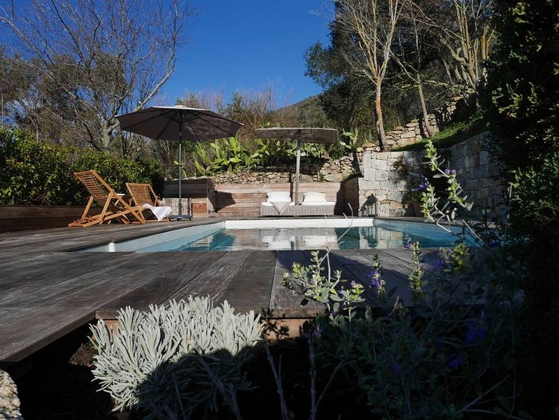 Magnifique bergerie, piscine et vue mer à Fozzano, vacation rental in Petreto-Bicchisano