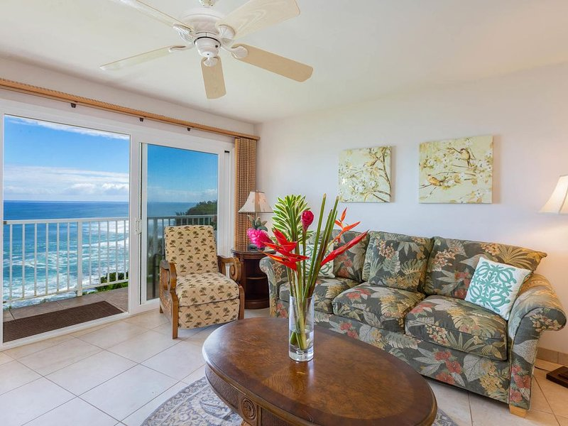 OCEAN FRONT HIGH-END CONDO - PRINCEVILLE/HANALEI, vacation rental in Princeville