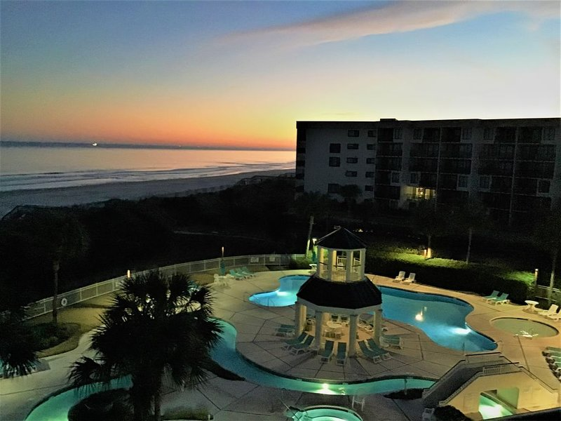 Bridgewater 4th Floor Ocean Front Condo, aluguéis de temporada em Litchfield Beach