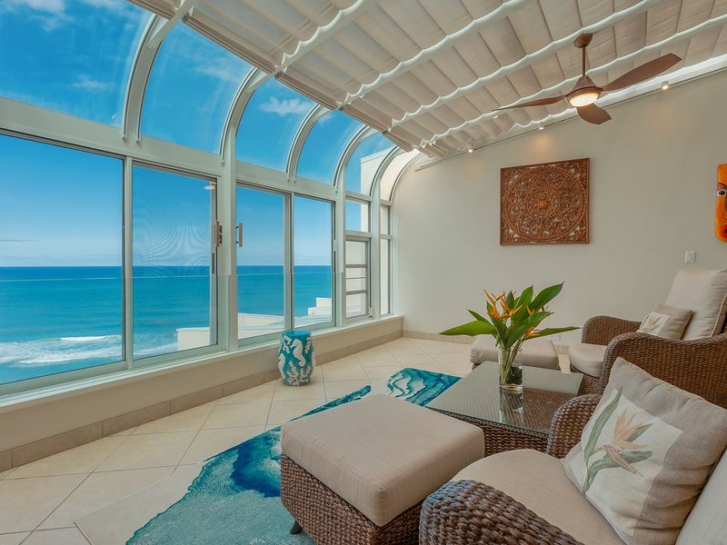 AMAZING Ocean Front Penthouse in Princeville!, holiday rental in Hanalei