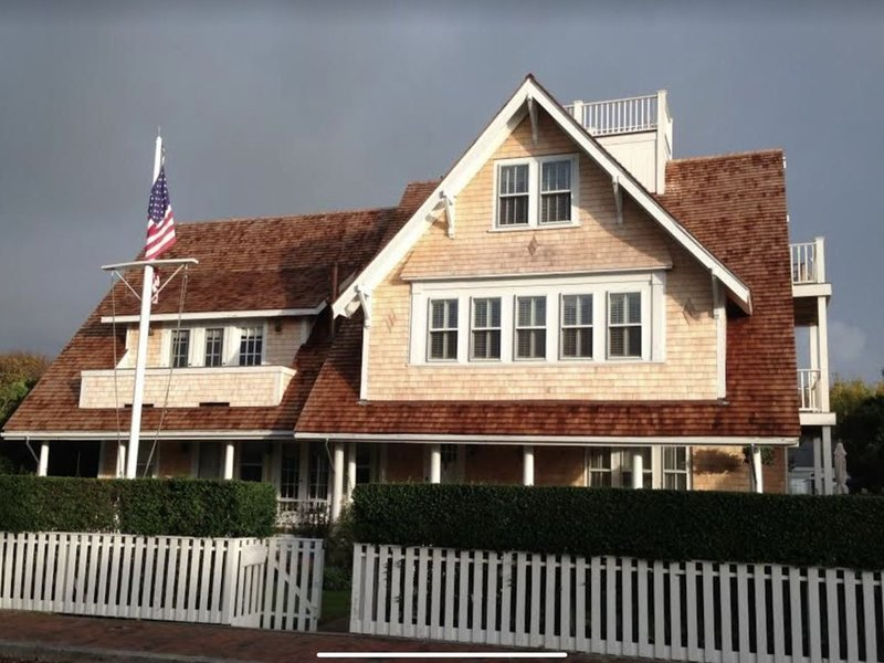 LUXURIOUS, BREATHTAKING Nantucket Harbor Views.  Next to WHITE ELEPHANT., vacation rental in Nantucket