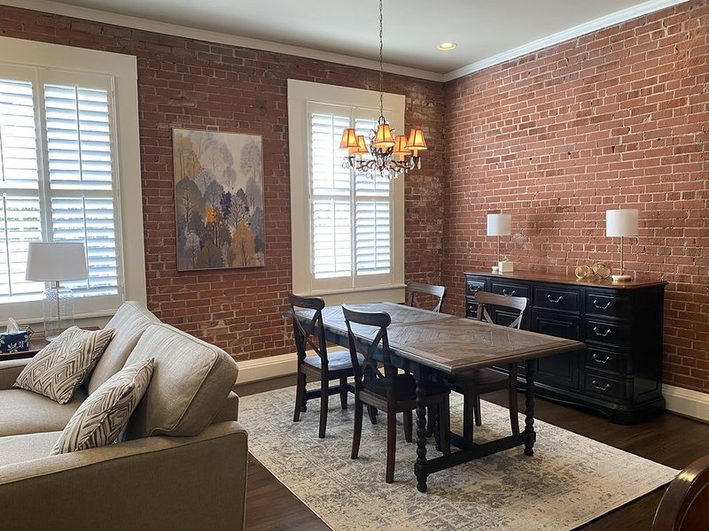 Center of Downtown- Upscale 1Br/1Ba with patio & private entrance, vacation rental in Greenville