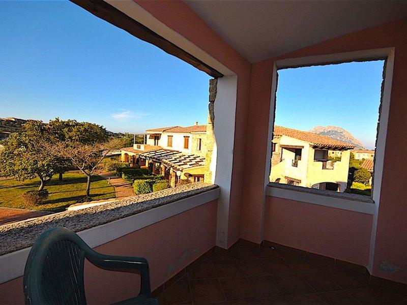 PORTO SAN PAOLO APPARTAMENTO A 500 M DALLA SPIAGGIA CON SOLARIUM, vacation rental in Porto Rafael