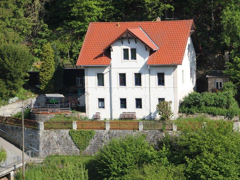 Gemütliche Ferienwohnung im Burghain-Rathen / Terrasse mit bester Aussicht, vacation rental in Rathen