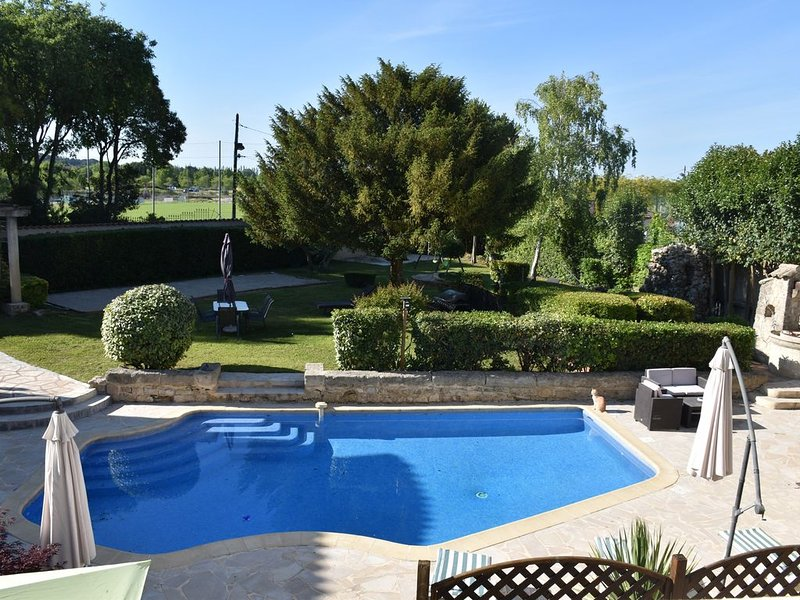 Le Gîte Mathis 105m² : clim, piscine et jardin – Sommieres, holiday rental in Saint-Christol