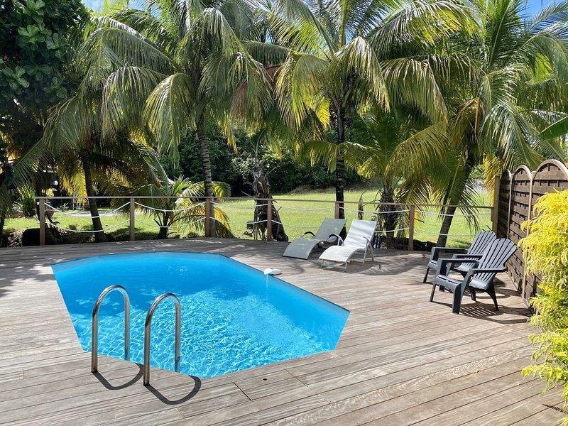 Belle villa pour 5 personne, piscine privée, grand jardin et plage à 850m, location de vacances à Le Diamant