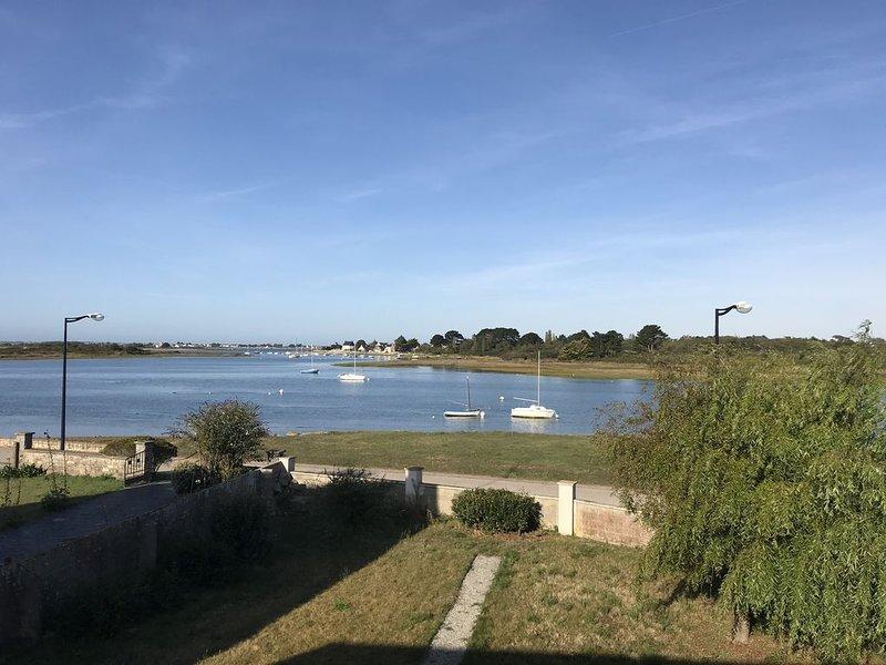 Maison Riantec pleine vue mer pour 8 personnes, vacation rental in Riantec