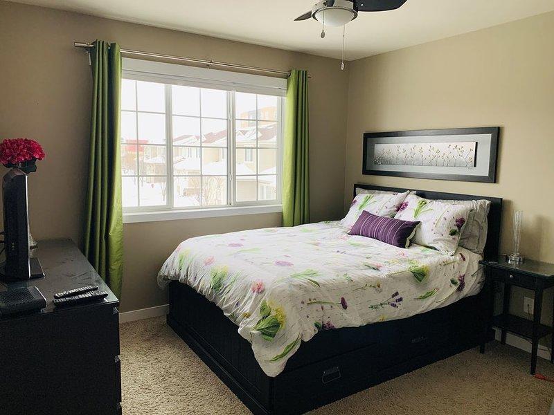 Beautiful Queen Bedroom Suite in VERY NICE AREA of Winnipeg!, alquiler de vacaciones en Winnipeg